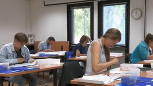 Des candidats passent le test de recrutement par habileté élaboré par Pôle emploi (CAPTURE ECRAN FRANCE 2)