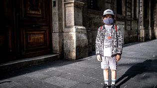Un enfant à Bordeaux (Gironde), le 9 mai 2020. (FABIEN PALLUEAU / NURPHOTO / AFP)