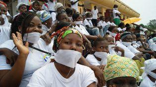 Des centrafricaines manifestent devant le parlement le 25 Novembre 2013 à Bangui contre le silence qui entoure les violences faites au femmes. (Photo AFP/Pacome Pabandji)