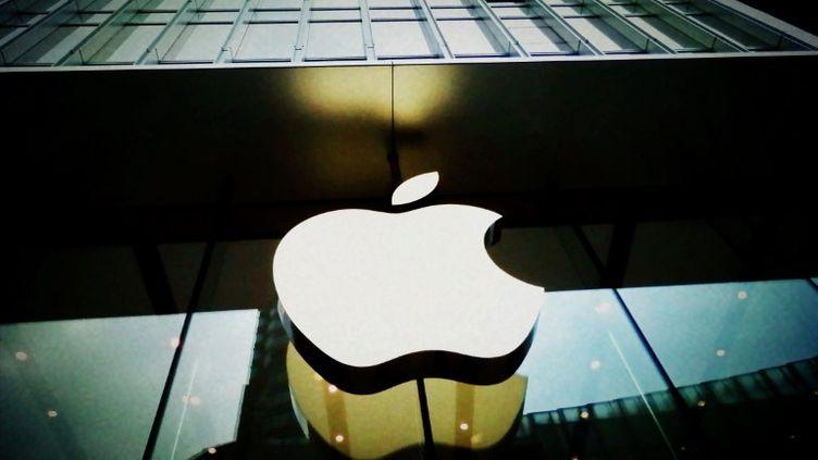 Logo d'un Apple Store, à Shanghai (Chine), le 21 septembre 2011. (JING WEI / IMAGINECHINA / AFP)