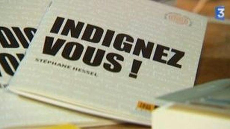 """""""Indignez-vous"""" de Stéphane Hessel, petit livre mais gros succès  (Culturebox)"""