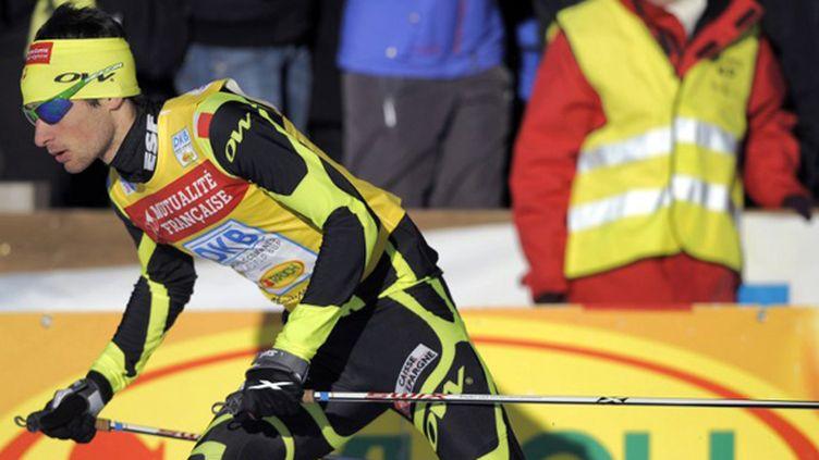 Jason Lamy Chappuis a permis à la France de décrocher la 3ème place de l'épreuve de team sprint de Chaux-Neuve. (JEFF PACHOUD / AFP)