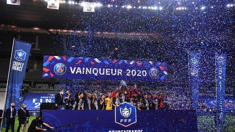 Le PSG célèbre la victoire de la Coupe de France le 24 juillet 2020 face à Saint-Etienne. (FRANCK FIFE / AFP)
