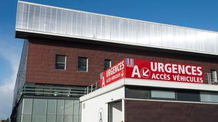Une façade du CHU de Rennes. (THOMAS BREGARDIS / MAXPPP)