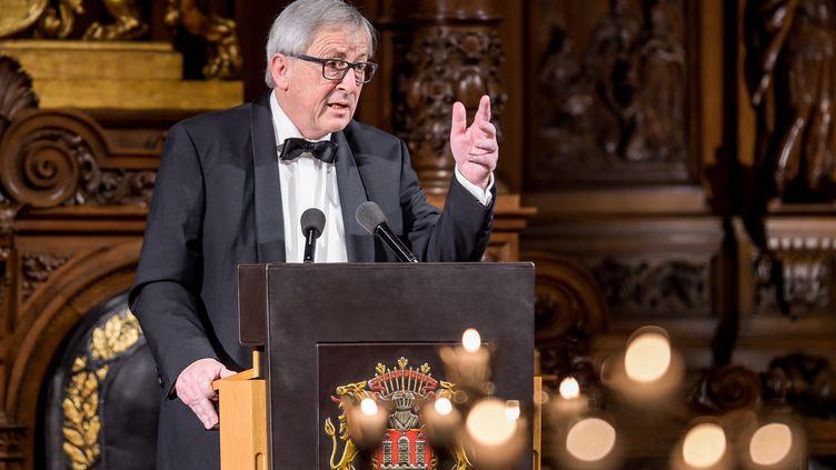 Le président de la Commission européenne, Jean-Claude Juncker, le 2 mars 2018, lors d'une réception à l'hôtel de ville de Hambourg (Allemagne). (AXEL HEIMKEN / DPA)