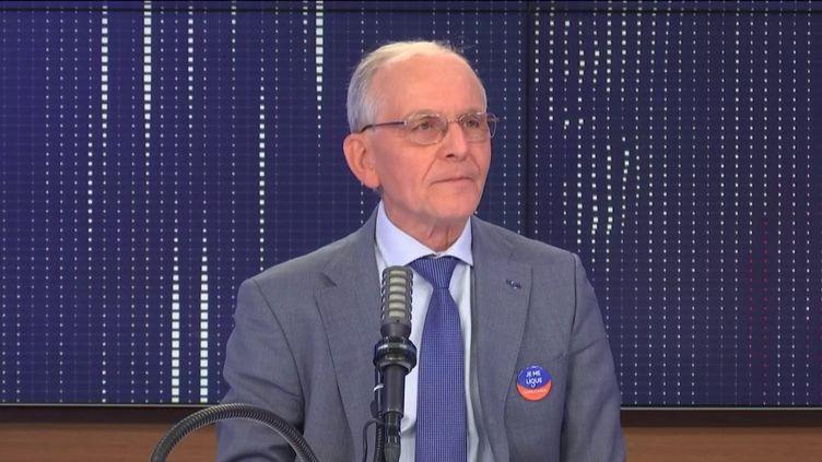 Axel Kahn, généticien et président de la Ligue nationale contre le cancer, était l'invité de franceinfo mercredi 31 mars 2021. (FRANCEINFO / RADIO FRANCE)