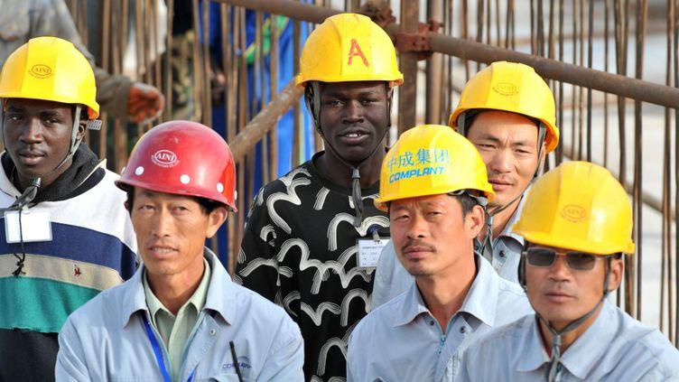 Travailleurs chinois sur un chantier de construction financé par la Chine à Dakar, au Sénégal, le 14 février 2009. (Photo AFP)