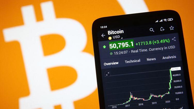 La valeur du bitcoin adépassé le seuil des 50 000 dollars, pour la première fois, le 16 février 2021. (STR / NURPHOTO)