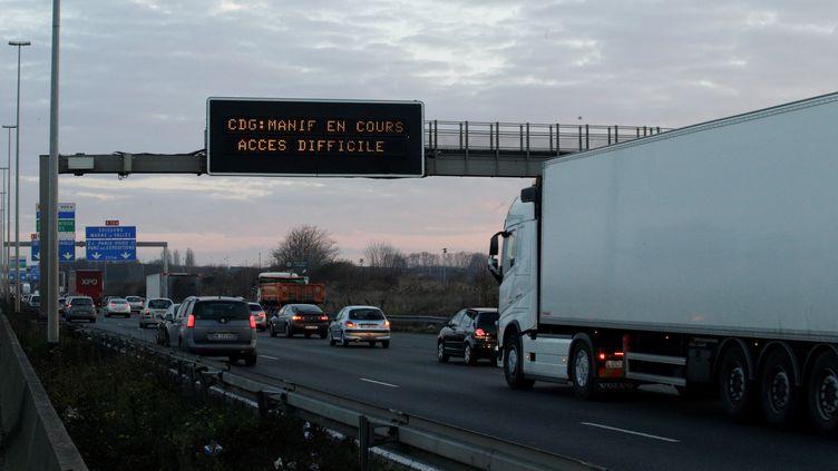Une manifestation des chauffeurs VTC avait déjà donné lieu à des ralentissement à l'entrée de l'aéroport de Roissy (Val-d'Oise), le 16 décembre 2016. (AFP)