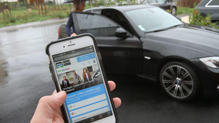 Le site de covoiturage Blablacaraffirme disposer d'informationspouvant aiderle conducteur à prouver qu'il n'a rien à voir avec un passager auteur d'un comportement délictueux. (JEAN-FRANCOIS FREY / MAXPPP)