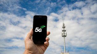 Un smartphone affichant le logo 5G. (VOISIN / PHANIE / AFP)