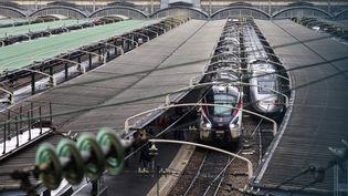 Des trains sont stationnés en gare de l'Est, à Paris, le 15 février 2018. (LUDOVIC MARIN / AFP)