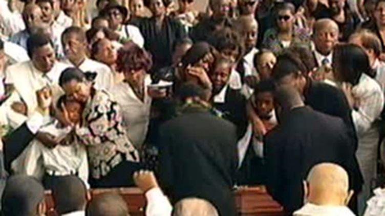 Les obsèques de Jacques Bino, syndicaliste guadeloupéen tué par balle, à Petit Canal (22 février 2009) (© F2)