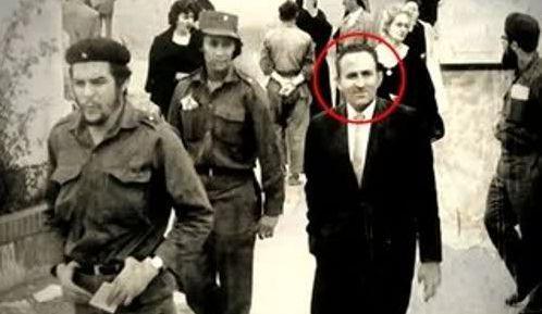 """Une photo de Lucio Urtubia avec le Che extraite du documentaire """"Lucio""""  (DR)"""