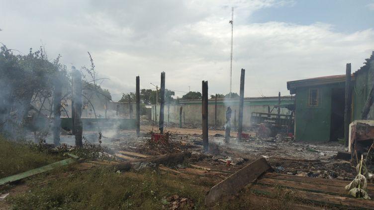 Plusieurs maisons ont été incendiées à Béoumi en Côte d'Ivoire lors d'affrontements interethniques, le 15 mai 2019. (- / AFP)