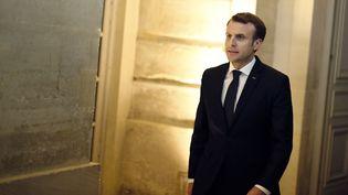 """Emmanuel Macron arrive ausommet """"Choose France"""", le 22 janvier 2018, au Château de Versailles (Yvelines). (THIBAULT CAMUS / AFP)"""