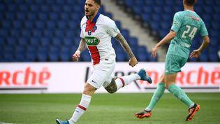 L'attaquant du PSG Mauro Icardi buteur contre Angers le 21 avril 2021 au Parc des Princes. (FRANCK FIFE / AFP)