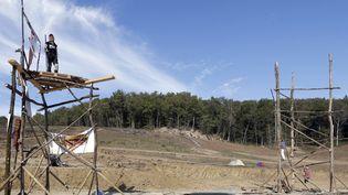 Des opposants sur le site du barrage de Sivens, dans le Tarn, le 28 octobre 2014, deux jours après la mort de Rémi Fraisse. (REGIS DUVIGNAU / REUTERS)