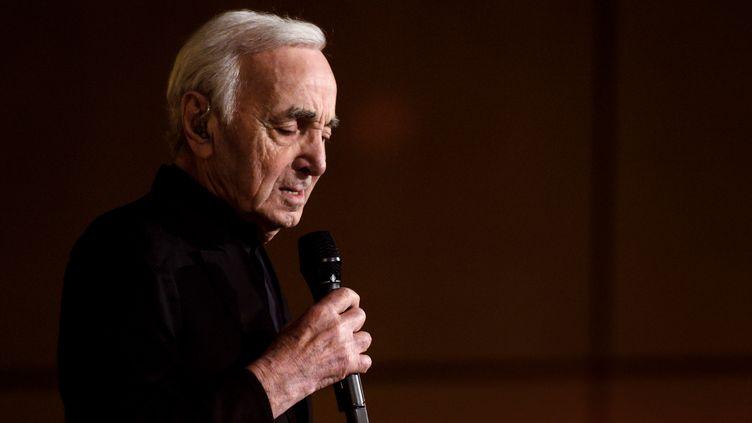 Le chanteur Charles Aznavour, le 13 mars 2018 lors d'un concert à Genève (Suisse). (FABRICE COFFRINI / AFP)