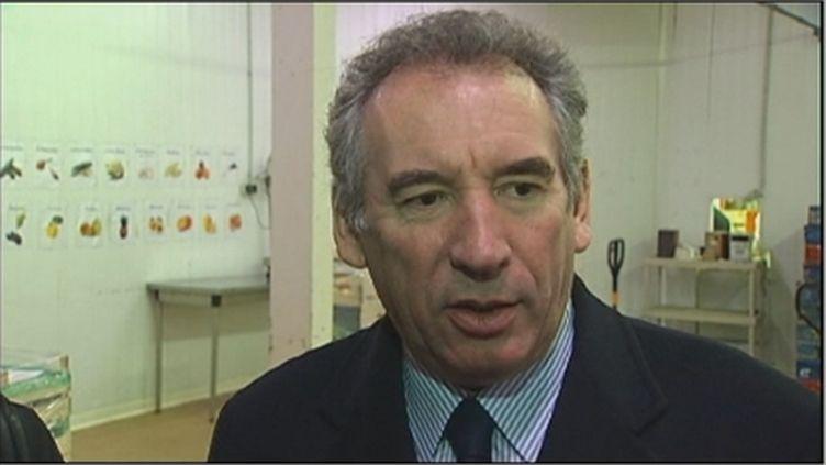 François Bayrou, le 27 décembre 2011, sur un chantier d'insertion à Rungis. (France 2)
