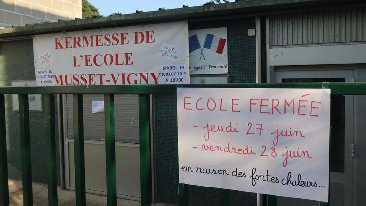 Une école fermée à cause de la canicule, le 26 juin 2019 à Tours (Indre-et-Loire). (NICOLAS RIMBAUX. / MAXPPP)