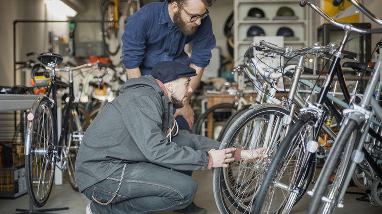 Le plan vélo a 3 ans déjà. La semaine de la mobilité durable commence ce lundi 20 septembre. (Illustration) (MIKAEL VAISANEN / THE IMAGE BANK RF / GETTY IMAGES)