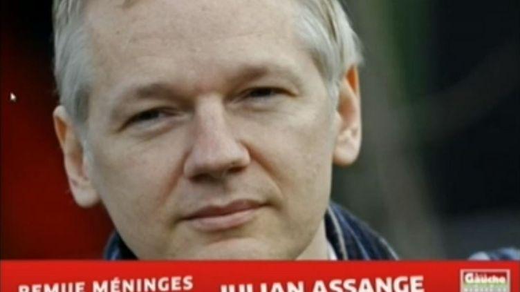 Julian Assange, le fondateur de WikiLeaks,est intervenu par téléphone, le 24 août 2012, lors d'un meeting de l'ex-candidat à la présidentielle pour les journées d'été du Parti de gauche. (FTVI / FRANCE 3)