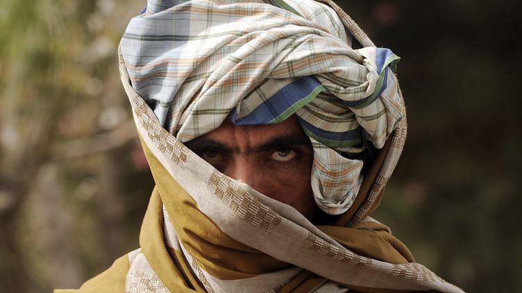 Un ancien combattant taliban qui a rejoint les troupes du gouvernement afghan, le 26 mars 2012 à Herat (Afghanistan). (AREF KARIMI / AFP)