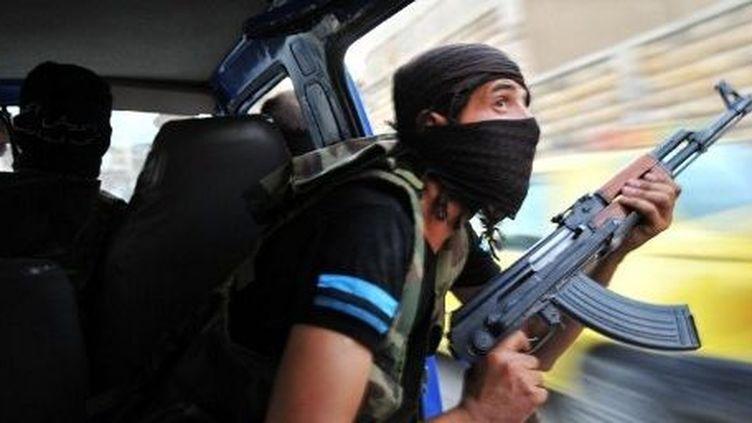 Un rebelle dans les rues d'Alep en 2012. (AFP/BULENT KILIC)