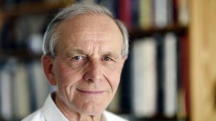 Le généticien Axel Kahn, le 14 avril 2015. (ERIC FEFERBERG / AFP)