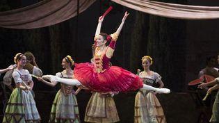 Ludmila Pagliero est Kitri dans le Don Quichotte de Noureev  (Julien Benhamou/Opéra national de Paris)