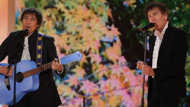 """Laurent Voulzy et Alain Souchon le 19/11/2014 à Paris lors de l'enregistrement de """"Vivement Dimanche""""  (PJB/SIPA)"""