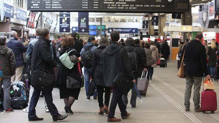 (Gare Montparnasse, les voyageurs ont dû patienter © maxPPP)