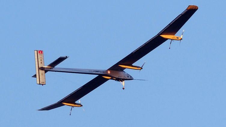 L'avion expérimental Solar Impulse a décollé mardi 24 juillet 2012 de l'aérodrome de Toulouse-Francazal pour rejoindre Payerne en Suisse. (ERIC CABANIS / AFP)