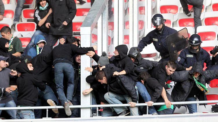 Des affrontements entre supporters stéphanois et niçois avaient marqué le match Nice-Saint-Etienne, le 24 novembre 2013, à Nice (Alpes-Maritimes). (MAXPPP)