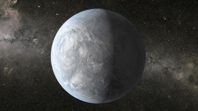 Représentation d'artiste de Kepler-62e, une planète de la taille de la Terre en orbite autour d'une étoile plus petite et plus froide que le Soleil, dans la constellation de la Lyre. (NASA / REUTERS)
