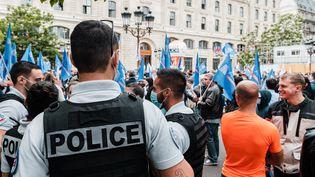 Une manifestation de policiers à Paris, le 17 juin 2020. (KARINE PIERRE / HANS LUCAS / AFP)
