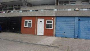A Londres (Royaume-Uni), une annonce immobilière postée en mai 2016propose de louer un garage reconverti en logement, pour un coût mensuel de 1075 euros. (ZOOPLA)
