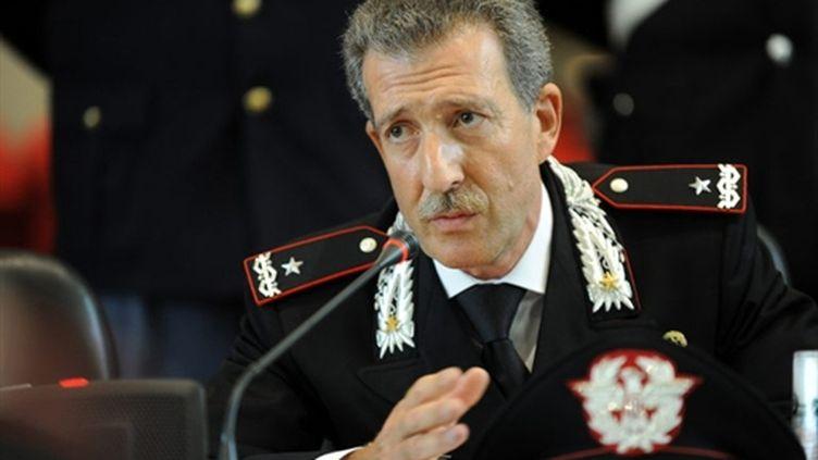 Mario Parente, chef des opérations spéciales de la police, lors d'une conférence de presse à Milan, le 13 juillet 2010. (AFP)