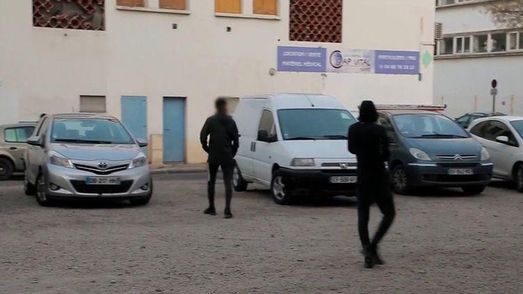 Nîmes : du trafic de drogue aux portes de l'école (France 2)