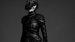 Ludovic Winterstan couture hiver 2015-16 : masque en dentelle brodée de pierres et cristaux (Florian Saez)