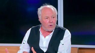 Marc Jolivet était l'invité du 23h le lundi 21 juin. Comédien atypique, il était interviewé par le journaliste Youssef Bouchikhi. (FRANCEINFO)
