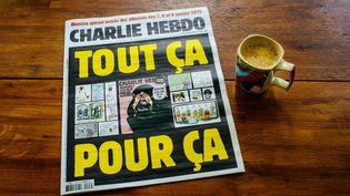 """La couverture de """"Charlie Hebdo"""" avec la republication des caricatures de Mahomet, le 2 septembre 2020, à Paris. (MATHIEU MENARD / HANS LUCAS / AFP)"""