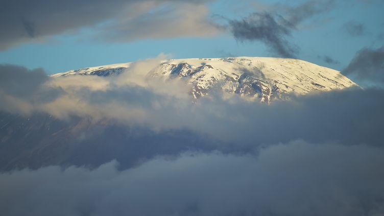 Le Kilimandjaro vu depuis Amboseli (Kenya). (TONY KARUMBA / AFP)