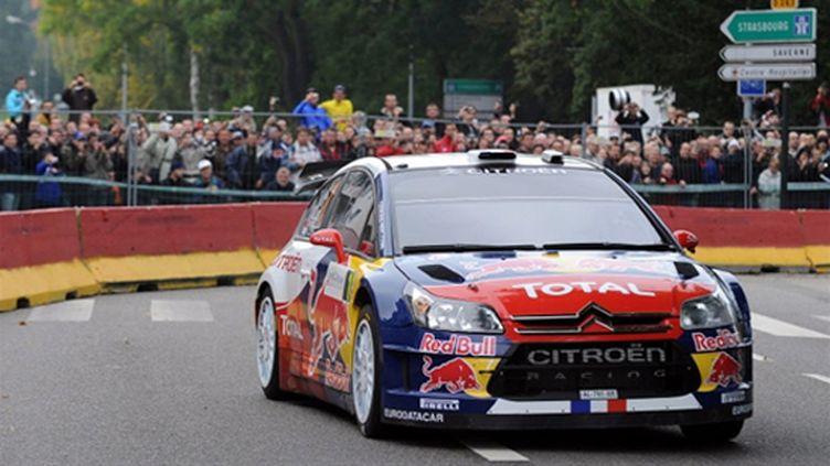 Sébastien Loeb dans les rue de Haguenau (PATRICK HERTZOG / AFP)