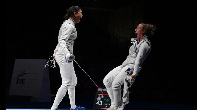 Elles l'ont fait ! Le fleuret féminin français est assuré d'avoir une médaille, pour la première fois depuis 1984 ! Longtemps menées, Thibus, Blaze et Ranvier ont renversé l'Italie en demi-finale !