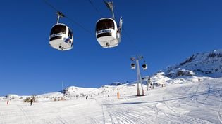 Une télécabine de l'Alpe d'Huez (Isère) le 23 janvier 2008. (GUIZIOU FRANCK / HEMIS.FR / AFP)