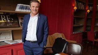 Nicolas Dupont-Aignan, le leader de Debout la France, à son QG de campagne parisien (22 mars 2017)  (photo Valérie Oddos / Culturebox / France Télévisions)