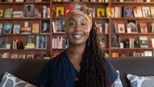 Sylvia Arthur, fondatrice de la Bibliothèque d'Afrique et de la diaspora africaine (LOATAD), dans la bibliothèque d'Accra, au Ghana, le 2 juillet 2020. (NIPAH DENNIS / AFP)