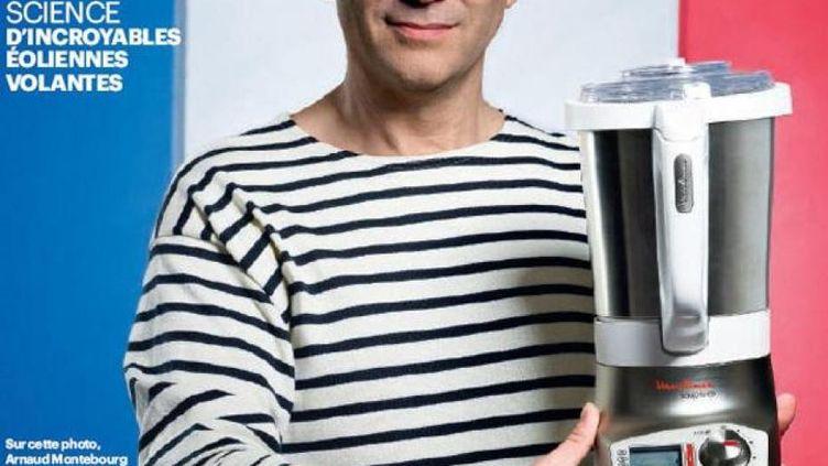 """Le ministre du Redressement productif, Arnaud Montebourg, pose avec une marinière Armor-Lux et un mixeur Moulinex pour promouvoir le """"Made in France"""", en octobre 2012. (LE PARISIEN MAGAZINE)"""